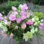 Bloemstuk 25 juni 2017 Een rijk boeket bloemen  op de eerste zondag van deze zomer